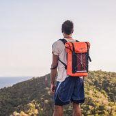 Dimanche c'est la fête des pères 🎊 Un sac à dos étanche pour l'été, le top comme cadeau non ?😏 #waterproofbag #sacetanche #track #orange #wetbag #sportwear