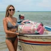 Retour en été avec le sac de voyage de la collection tropicale 🌹🌺🌸 #wetbag #sacetanche #voyage #lifestyle